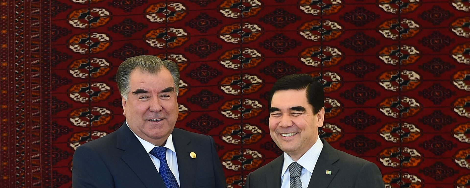 Президент РТ Эмомали Рахмон вместе с президентом Туркменистана Гурбангулы Бердымухамедовым - Sputnik Тоҷикистон, 1920, 27.07.2021