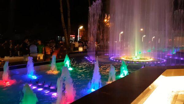 Накануне мэр Душанбе Рустам Эмомали сдал в эксплуатацию бульвар между ж/д вокзалом и памятником Садриддина Айни - Sputnik Таджикистан