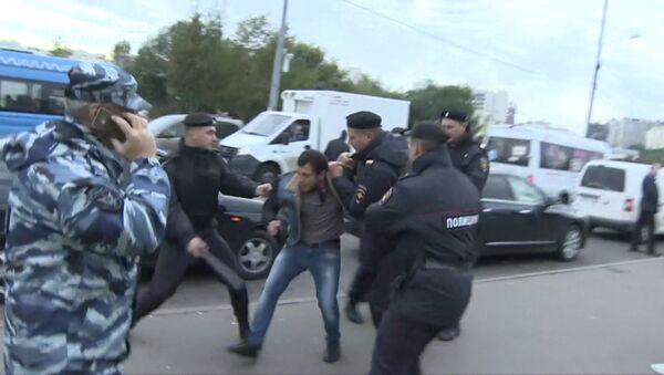 Беспорядки во время рейда против нелегальных мигрантов у ТЦ Москва в Люблино - Sputnik Тоҷикистон