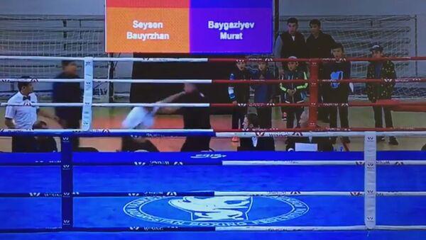 Видео драки между рефери и тренером по боксу набирает просмотры в Сети - Sputnik Таджикистан