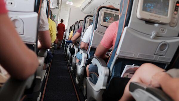 Пассажиры в самолете, архивное фото - Sputnik Тоҷикистон