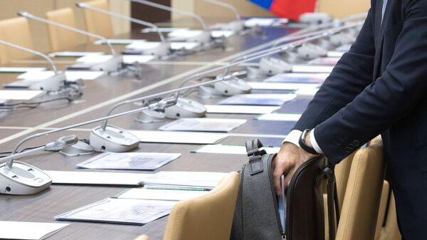 Чиновник перед совещанием, архивное фото - Sputnik Таджикистан