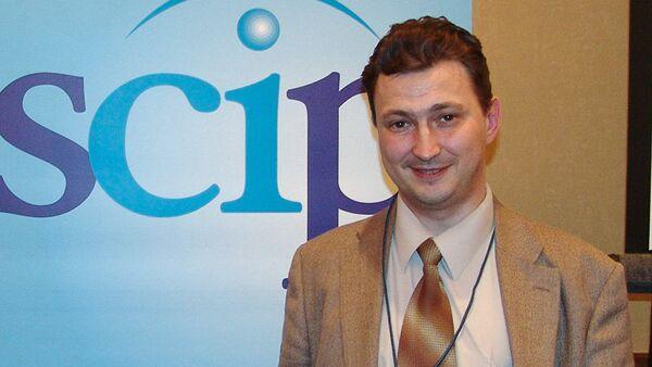 Эксперт по конкурентной разведке, профессор Уральского государственного экономического университета Евгений Ющук, архивное фото - Sputnik Таджикистан