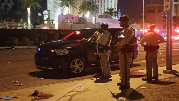 Police stand at the scene of a shooting along the Las Vegas Strip, Monday, Oct. 2, 2017, in Las Vegas - Sputnik Тоҷикистон