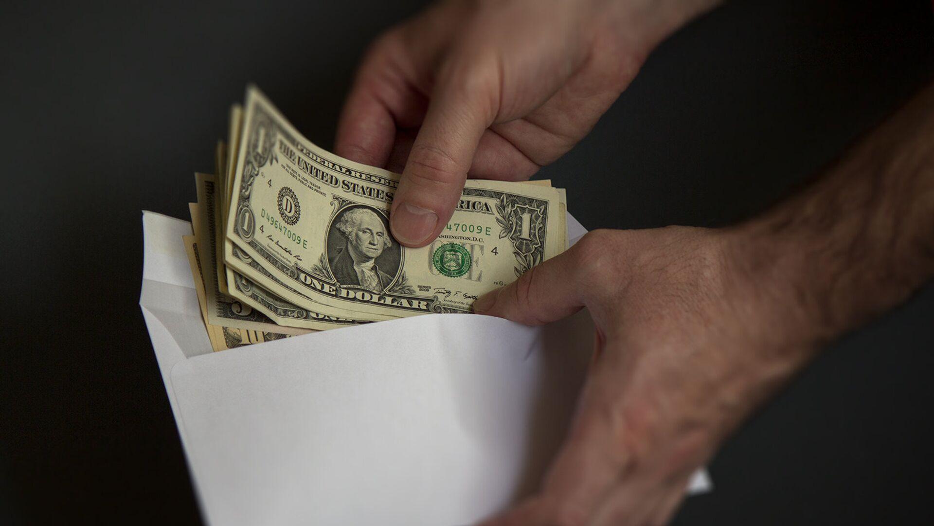 Доллары в конверте, архивное фото - Sputnik Тоҷикистон, 1920, 11.10.2021