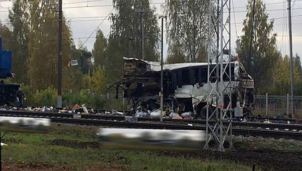 Автобус и поезд столкнулись на железнодорожном переезде во Владимирской области - Sputnik Тоҷикистон