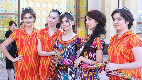 Таджикские девушки на Фестивале Атлас и адрас-2017 - Sputnik Тоҷикистон