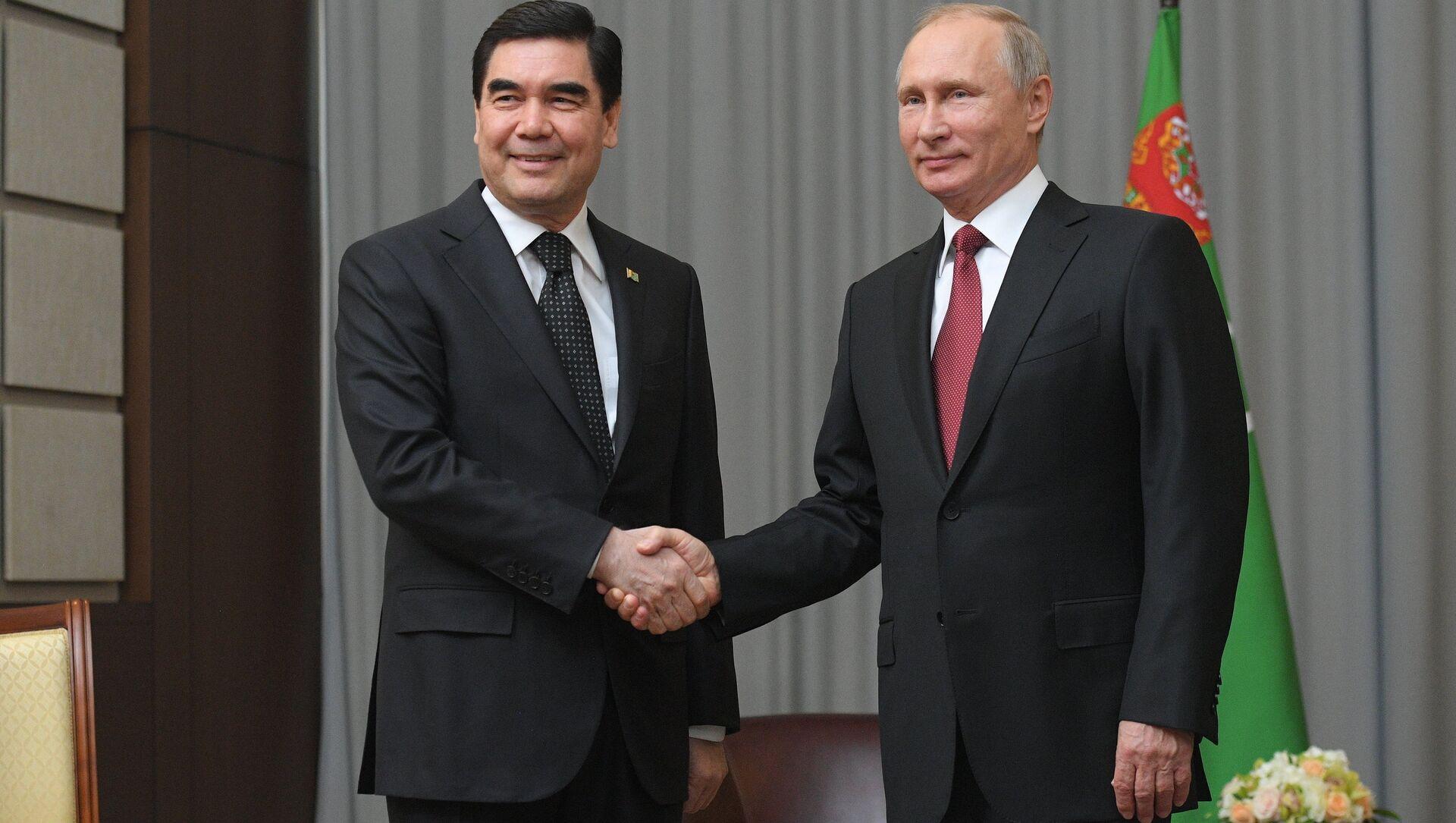 Президент РФ Владимир Путин и президент Туркменистана, председатель кабинета министров Туркмении Гурбангулы, архивное фото - Sputnik Таджикистан, 1920, 02.04.2021