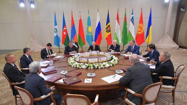 Президент РФ В. Путин принимает участие в заседании Совета глав государств СНГ - Sputnik Таджикистан