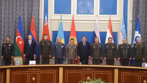 Встреча президента Таджикистан Эмомали Рахмона с министрами обороны стран СНГ - Sputnik Тоҷикистон