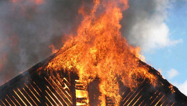 Пожар в частном доме, архивное фото - Sputnik Тоҷикистон