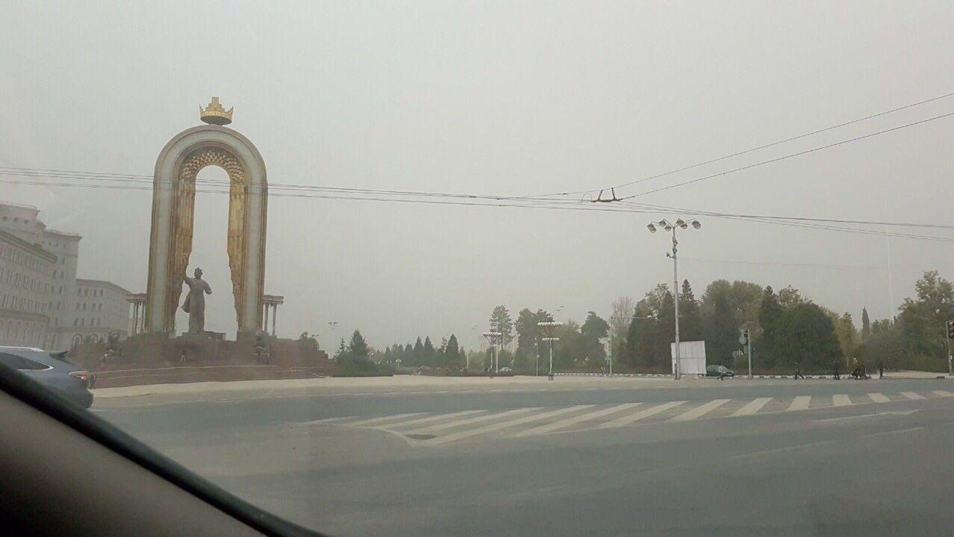 Пыльная буря в Душанбе - Sputnik Тоҷикистон, 1920, 29.09.2021