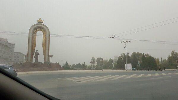 Пыльная буря в Душанбе - Sputnik Тоҷикистон