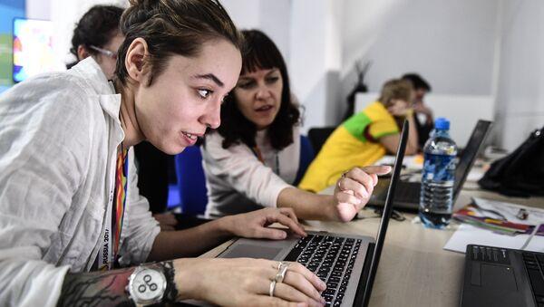 XIX Всемирный фестиваль молодежи и студентов. Дискуссионная программа - Sputnik Тоҷикистон