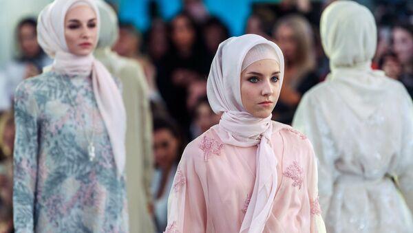 Показ коллекции модного дома Firdaws - Sputnik Таджикистан