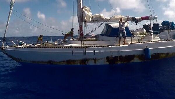 Спасение американок, пять месяцев дрейфовавших на яхте в Тихом океане - Sputnik Таджикистан