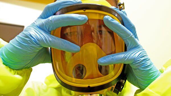 Защитный костюм от химических и бактериологических воздействий - Sputnik Таджикистан