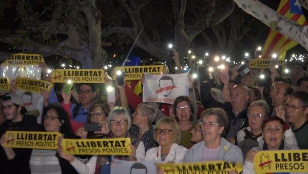 Тысячи человек в Барселоне вышли на акцию протеста против ареста каталонских политиков - Sputnik Тоҷикистон