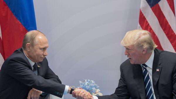 Президент РФ В. Путин и президент США Дональд Трамп, архивное фото - Sputnik Таджикистан