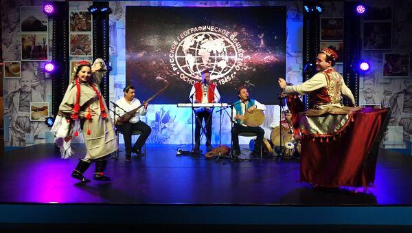 Шамс и таджикские танцоры представили страну на фестивале РГО в Москве - Sputnik Тоҷикистон