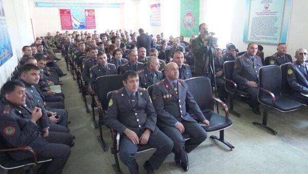 Сотрудники таджикской милиции, архивное фото - Sputnik Таджикистан