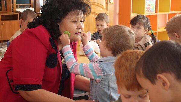 Директор детского дома Умiт Майра Бейсеканова - Sputnik Таджикистан