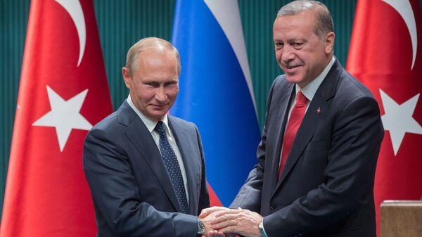 Президент РФ Владимир Путин и президент Турции Реджеп Тайип Эрдоган, архивное фото - Sputnik Тоҷикистон