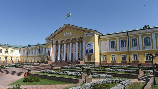 Дворец культуры Арбоб имени С. Урунходжаева в городе Худжанд, архивное фото - Sputnik Таджикистан