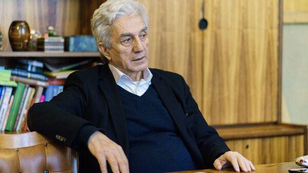 Толибхон Шахиди в кабинете Союза композиторов - Sputnik Таджикистан