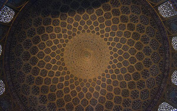 Под куполом мечети Шейха - Sputnik Таджикистан