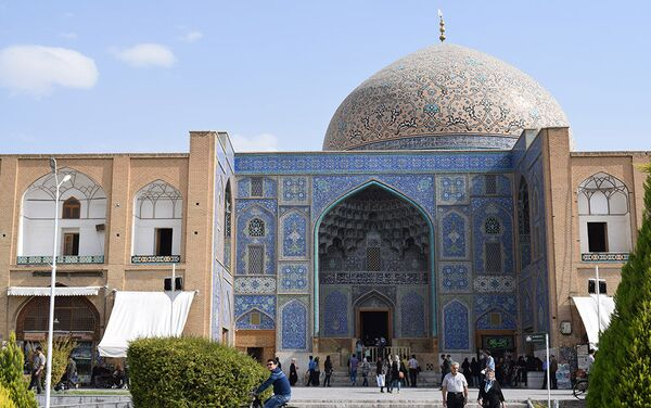 Мечеть Шейха сегодня фактически превращена в музей с молельной комнатой, куда приходят как верующие, так и многочисленные туристы - Sputnik Таджикистан
