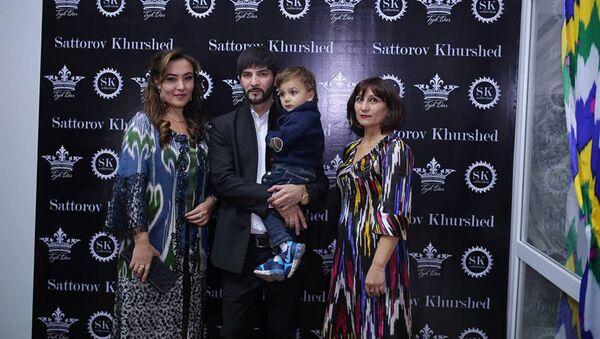 Хуршед Саторов с семьей - Sputnik Таджикистан