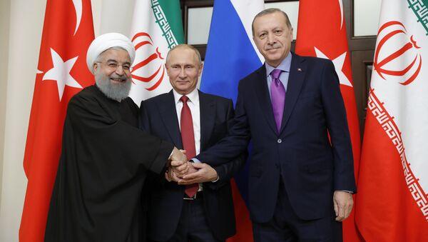 Встреча президента РФ В. Путина с президентом Ирана Х. Рухани и президентом Турции Р. Эрдоганом - Sputnik Тоҷикистон