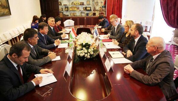 Встреча главы МВД Таджикистана с директором офиса программ ОБСЕ - Sputnik Тоҷикистон