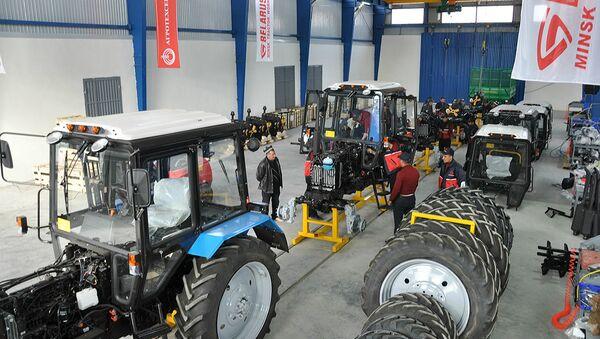Открытие сборочного производства белорусских тракторов ОАО МТЗ в Гиссаре - Sputnik Тоҷикистон