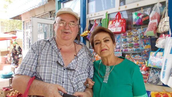 Александр Бриттнер с одноклассницей Фатимой  Хусейновой - Sputnik Таджикистан