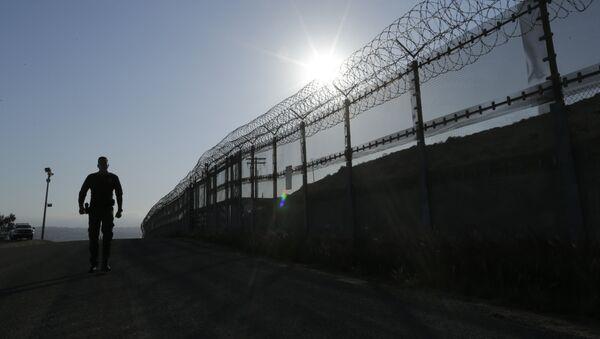 Пограничник, архивное фото - Sputnik Таджикистан