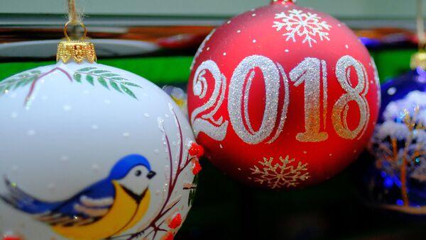 Новогодние игрушки, архивное фото - Sputnik Тоҷикистон