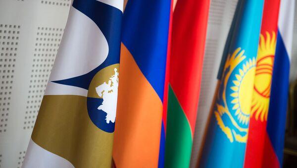 Флаги стран ЕАЭС. ЕЭС, архивное фото - Sputnik Тоҷикистон