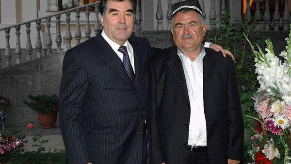 Президент Таджикистана Эмомали Рахмон и его брат Нуриддин Рахмонов, архивное фото - Sputnik Тоҷикистон