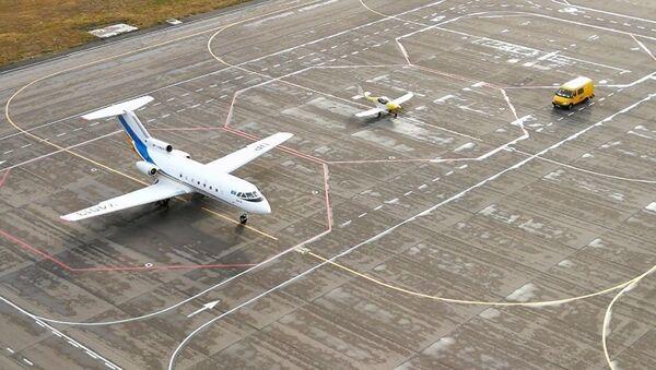 Взлетно-посадочная полоса в аэропорту Астаны - Sputnik Тоҷикистон