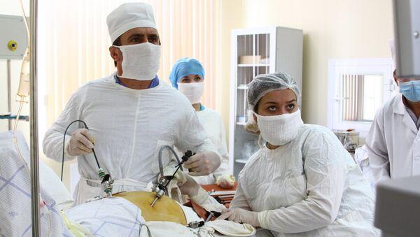 В военном госпитале 201-й РВБ впервые провели сложную лапароскопическую операцию  - Sputnik Таджикистан