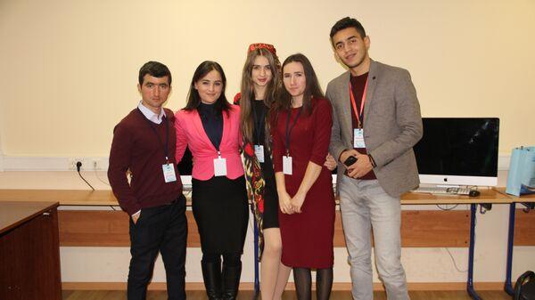 Таджикские студенты на форуме в Москве, архивное фото - Sputnik Таджикистан