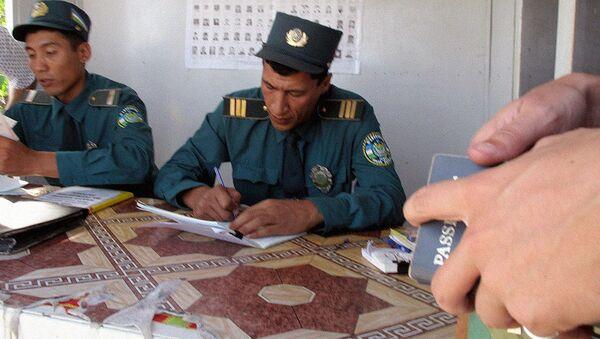 Узбекские пограничники, архивное фото - Sputnik Таджикистан
