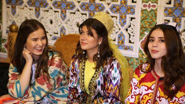 Молодежь Таджикистана провела в России культурный вечер в посольстве РТ - Sputnik Таджикистан