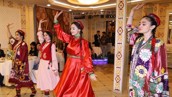 Молодежь Таджикистана провела в России культурный вечер в посольстве РТ - Sputnik Тоҷикистон