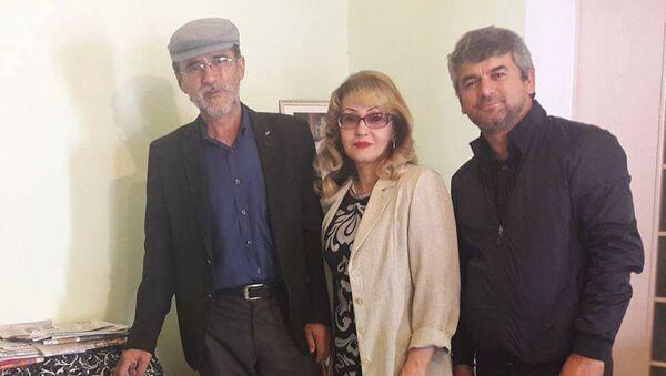 Актеры театра посетили актрису Мушаррафу Касымову - Sputnik Тоҷикистон