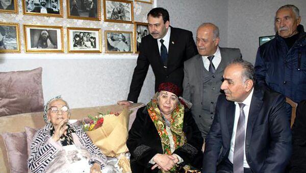 Министр культуры в гостях у таджикской актрисы Мушаррафа Касымова - Sputnik Тоҷикистон