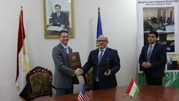 Посольство США вручило Таможенной Службе Таджикистана ключи от нового здания - Sputnik Тоҷикистон