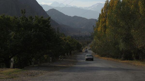 Горы на границе Таджикистана и Кыргызстана, архивное фото - Sputnik Тоҷикистон